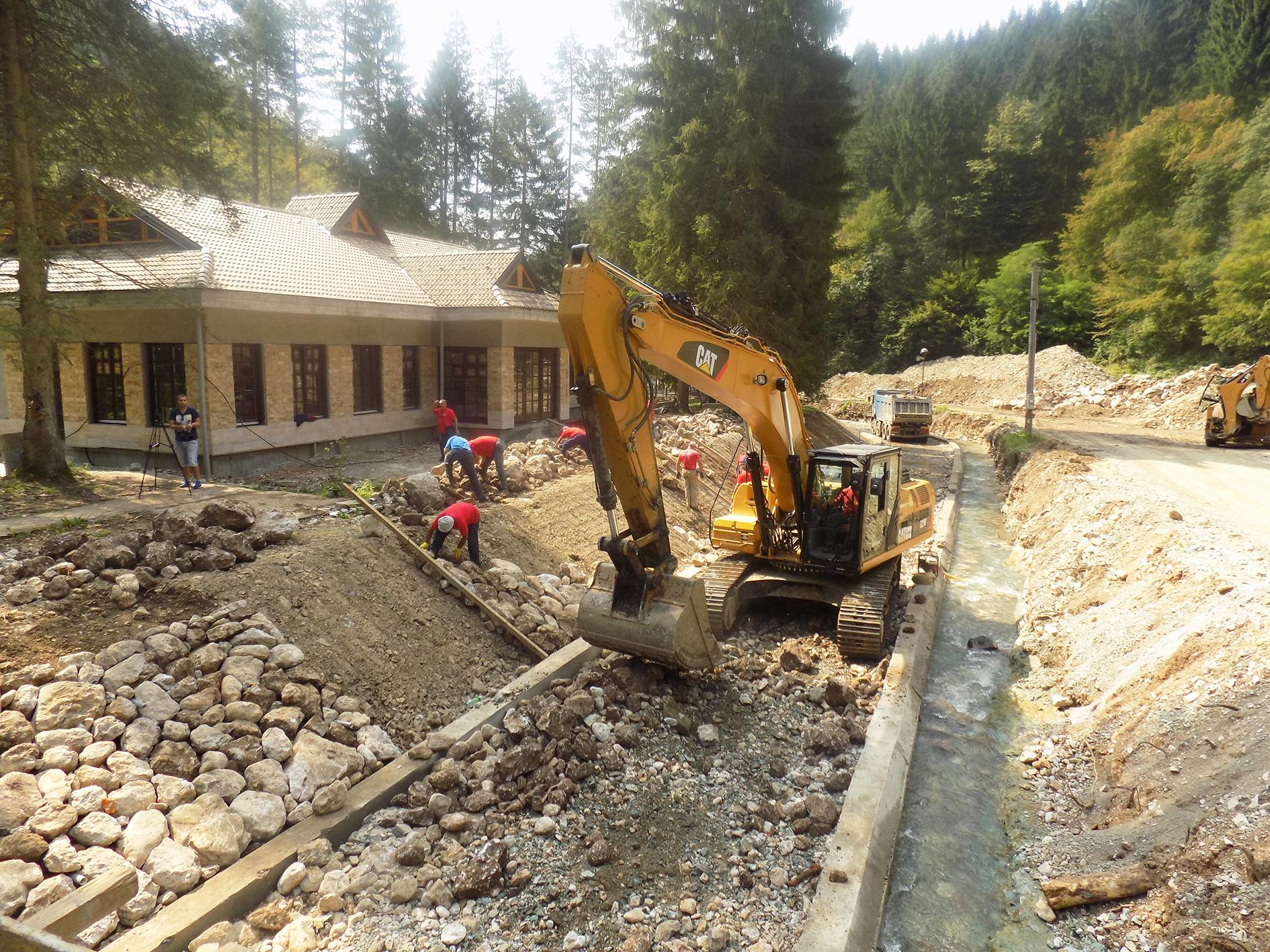 Директор Кикић обишао радове на уређењу ријеке Ловнице
