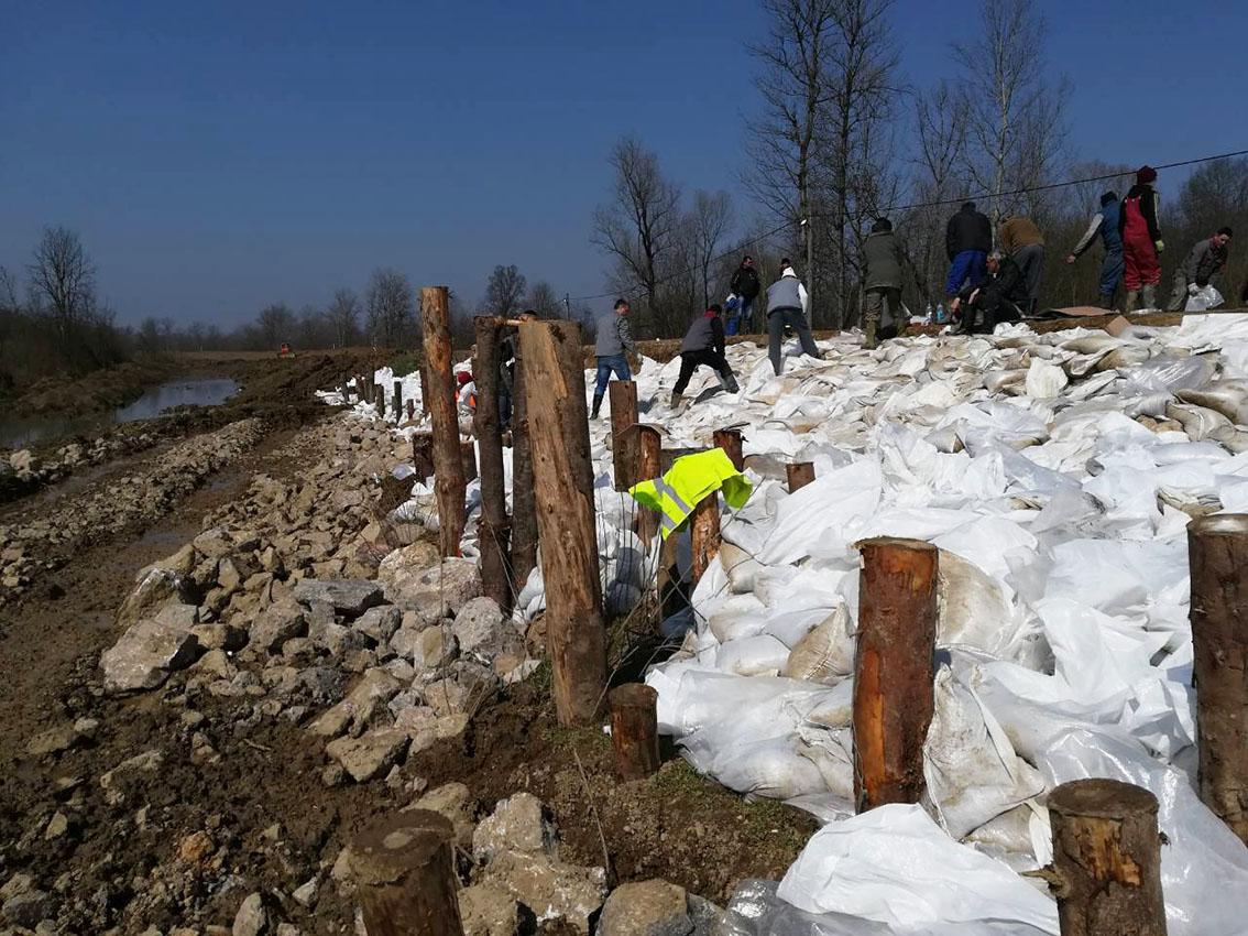 Санација клизишта на старом савском насипу у Млинарицама
