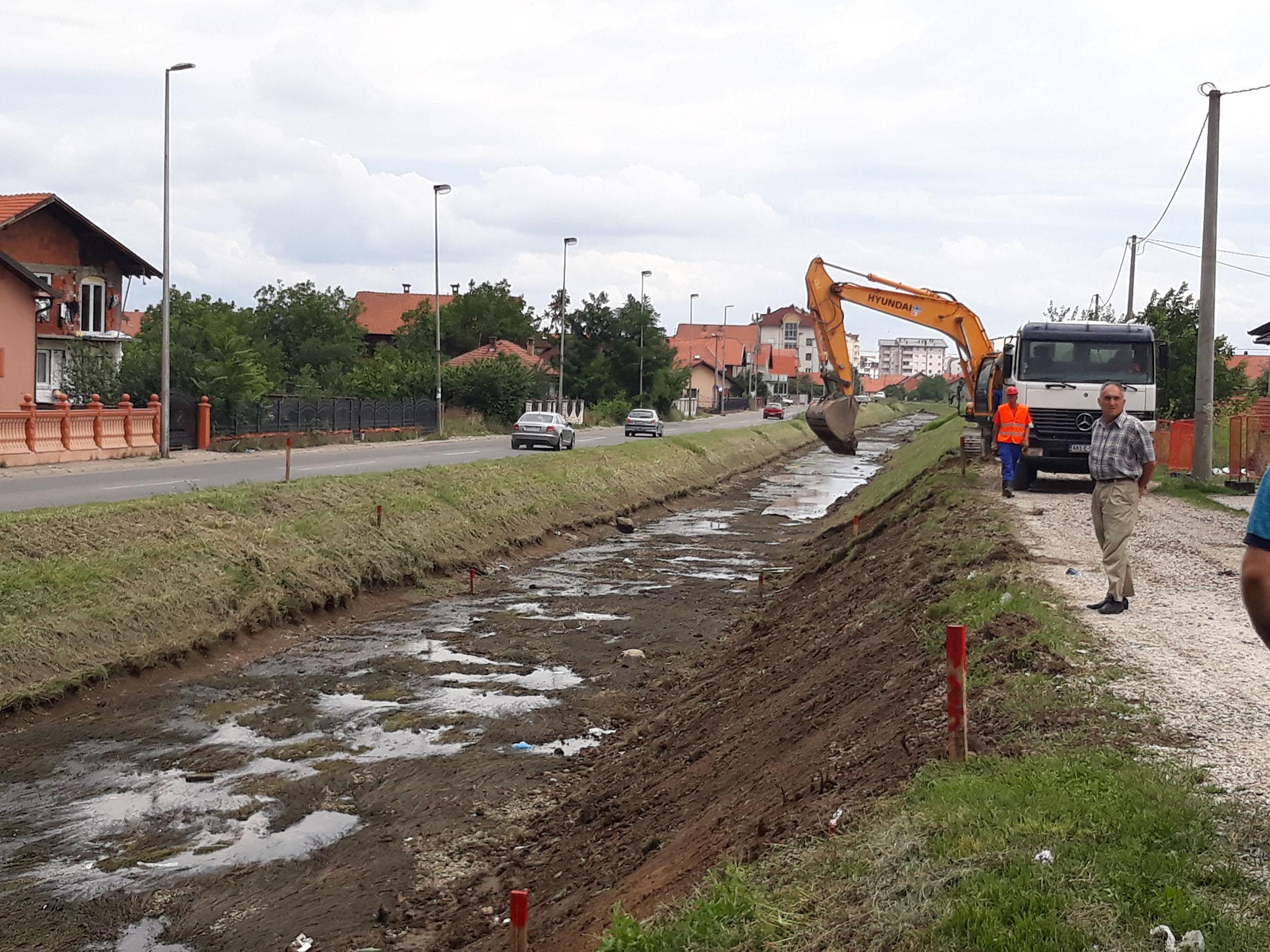 Почели радови на уређењу канала Дашница у Бијељини